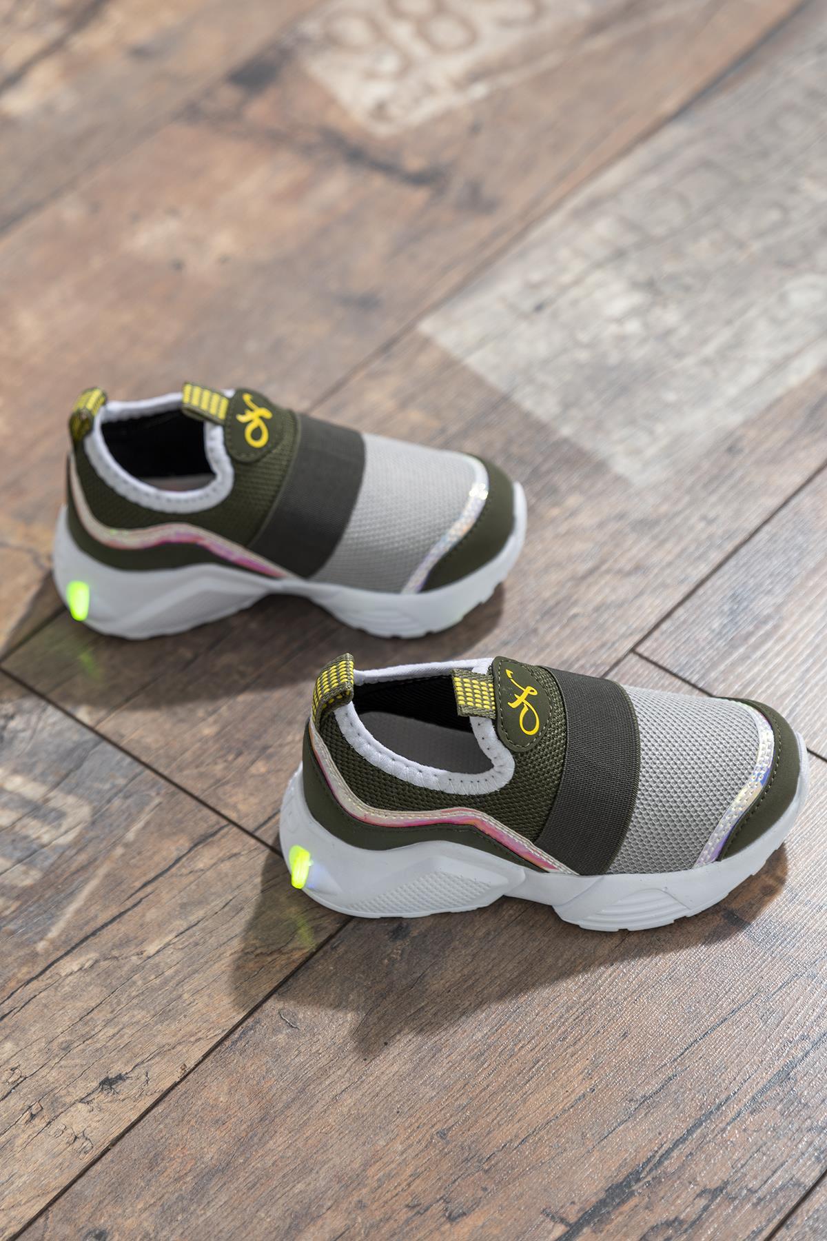 حذاء رياضة متعدد الألوان أطفالي