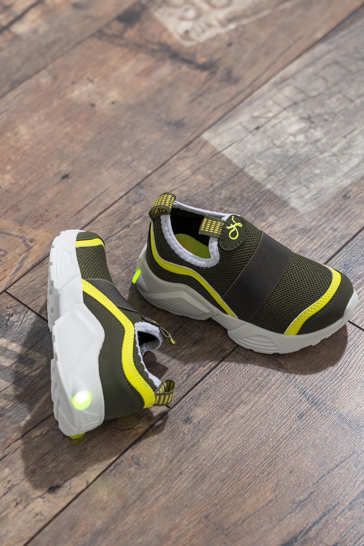 حذاء رياضة أصفر كاكي أطفالي