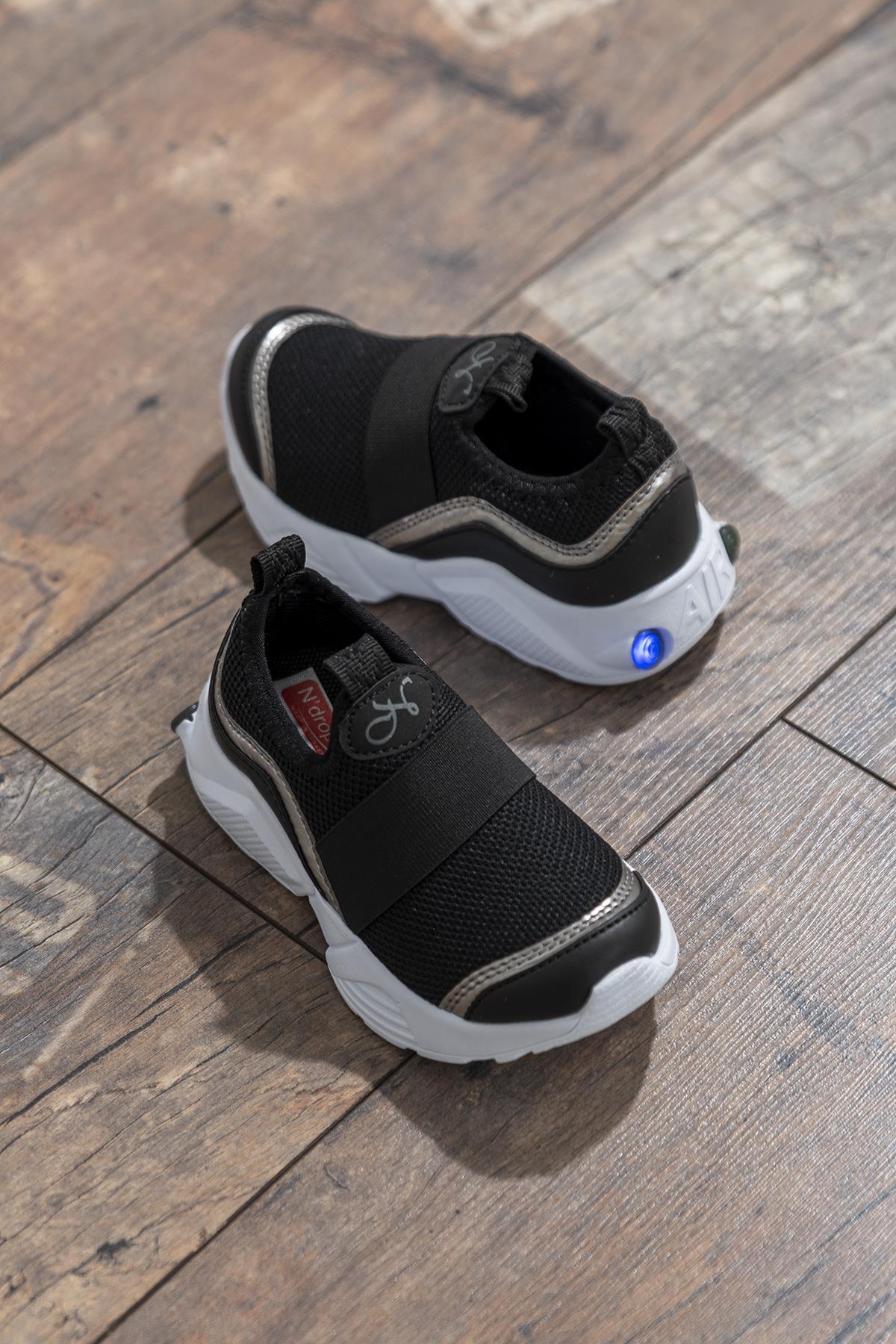 حذاء رياضة أسود أطفالي