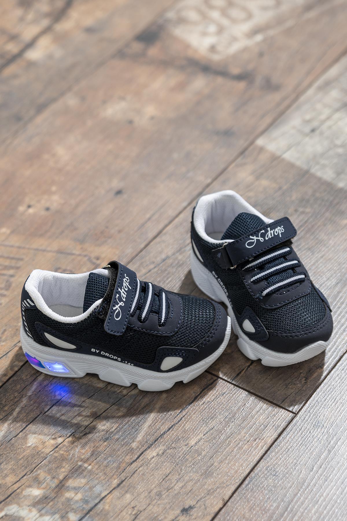 حذاء رياضة أبيض كحلي أطفالي