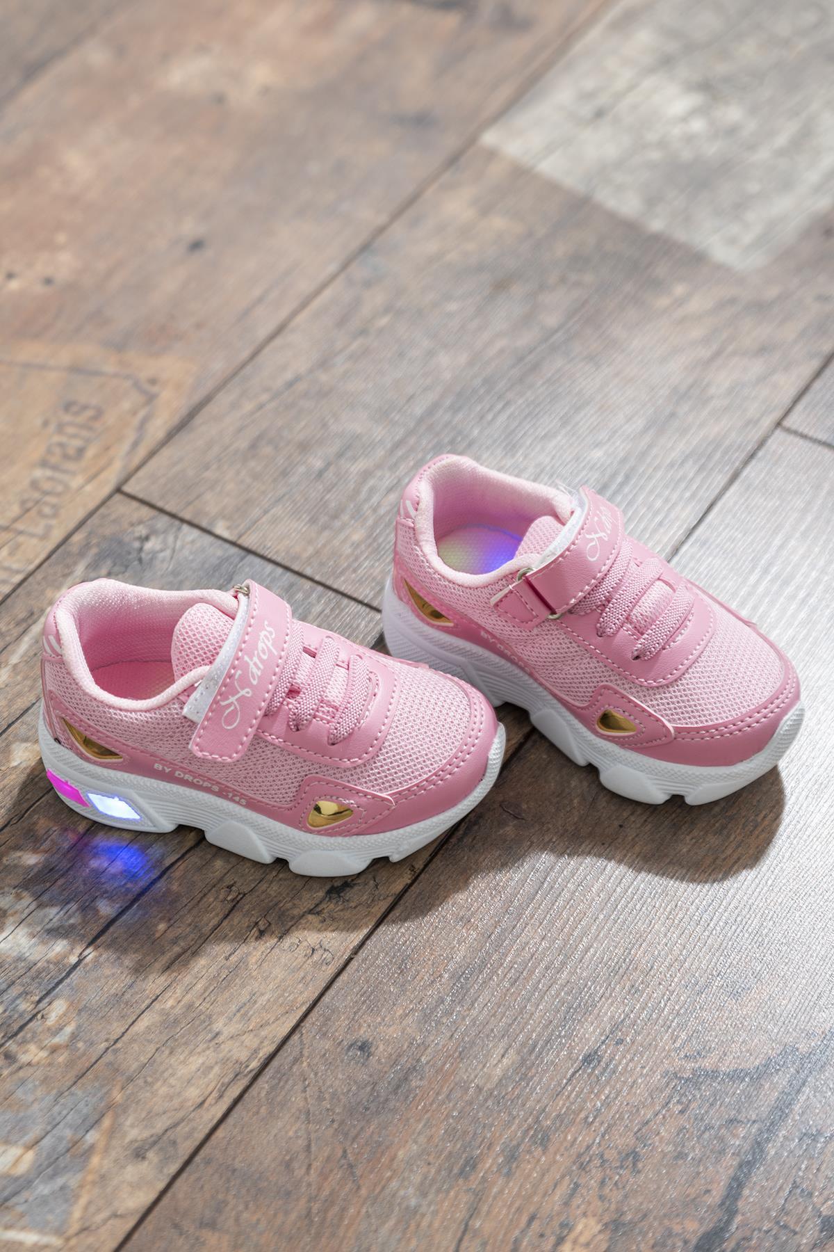 حذاء رياضة وردي أطفالي