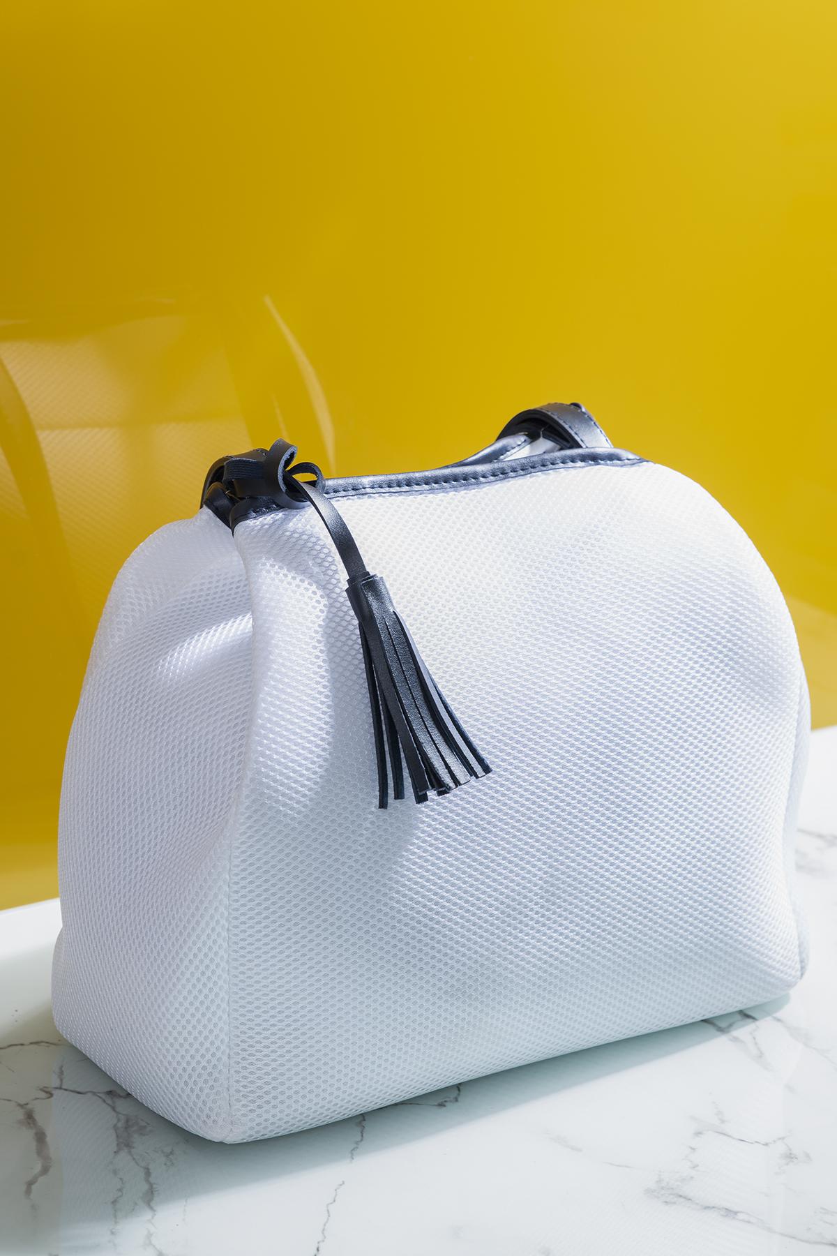 حقيبة كحلي أبيض نسائية