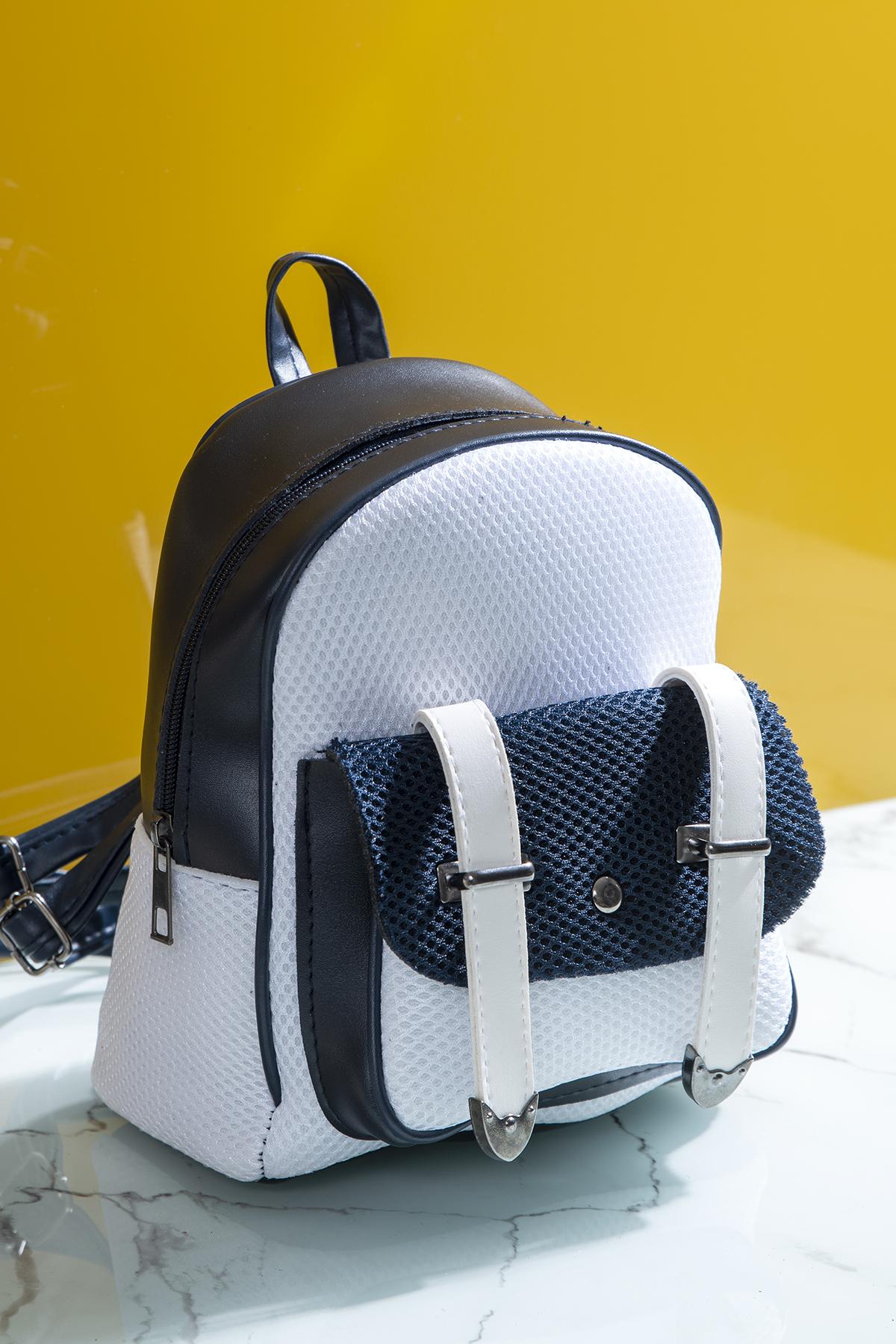 حقيبة ظهر كحلي أبيض نسائية