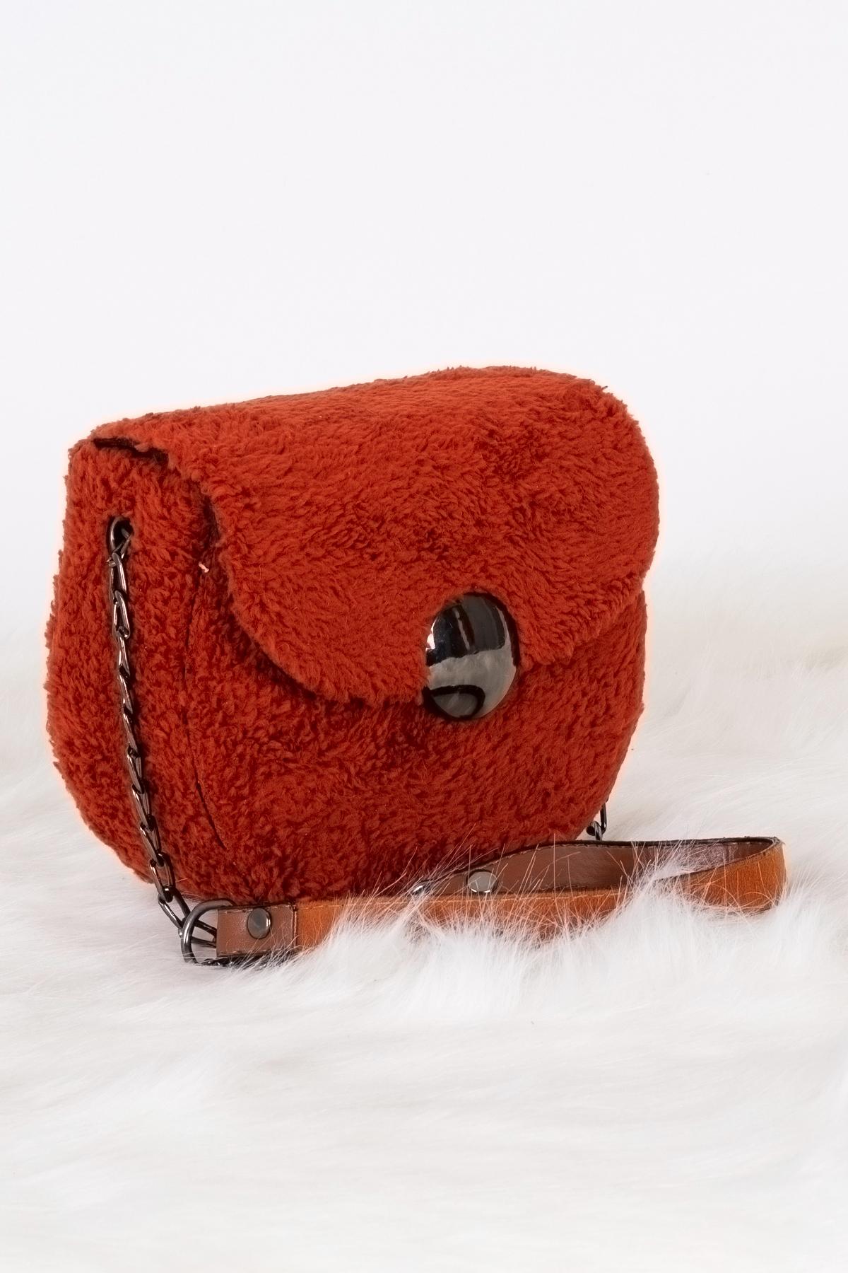 حقيبة كروس بودي فرو عنابي مفصلة بسلسلة نسائية