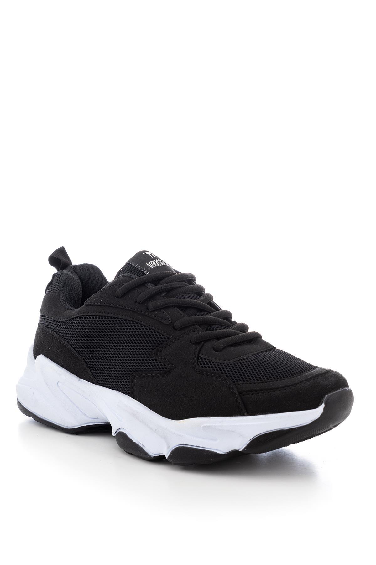 حذاء رياضة أسود أبيض للجنسين