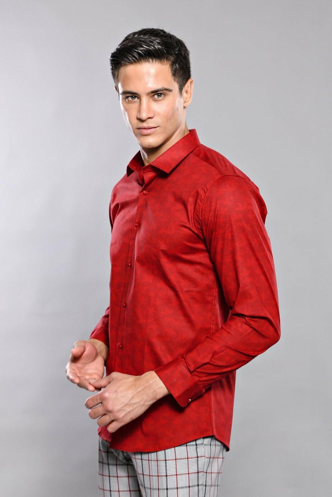 قميص سليم فت عنابي مزخرف بورود رجالي