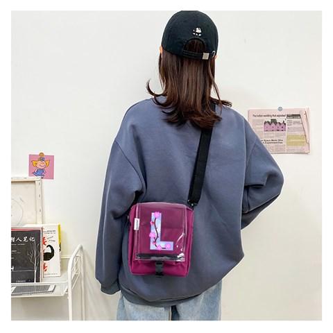 حقيبة كروس بودي عنابي بحمالات وغطاء شفاف بطبعة حرف L