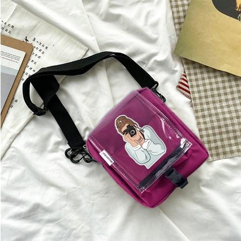 حقيبة كروس بودي عنابي بحمالات وغطاء شفاف وطبعة