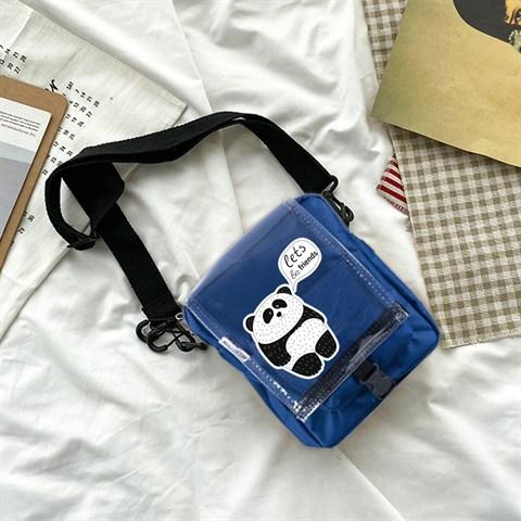 حقيبة كروس بودي كحلي بحمالات وغطاء شفاف بطبعة باندا