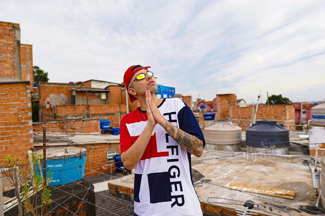 """O funk do MC Marks, compositor de """"Deus é Por Nós"""" e """"Céu de Pipa"""", é político e motivacional"""