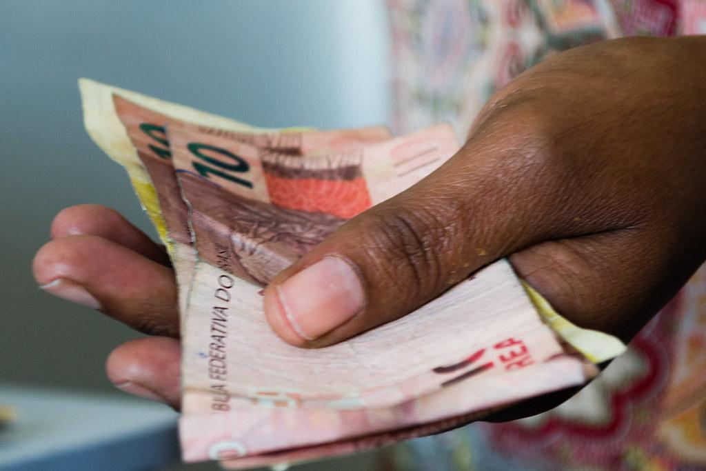 Auxílio Emergencial terá mais quatro parcelas de R$ 300; saiba mais