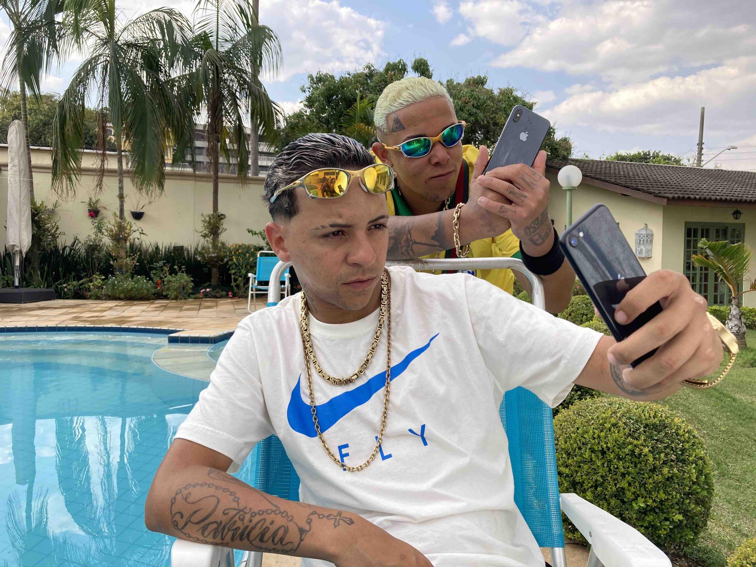 """""""Saudade Que Bate"""": MC Alê e MC Digo STC soltam hit sobre a quarentena com clipe gravado de celular"""