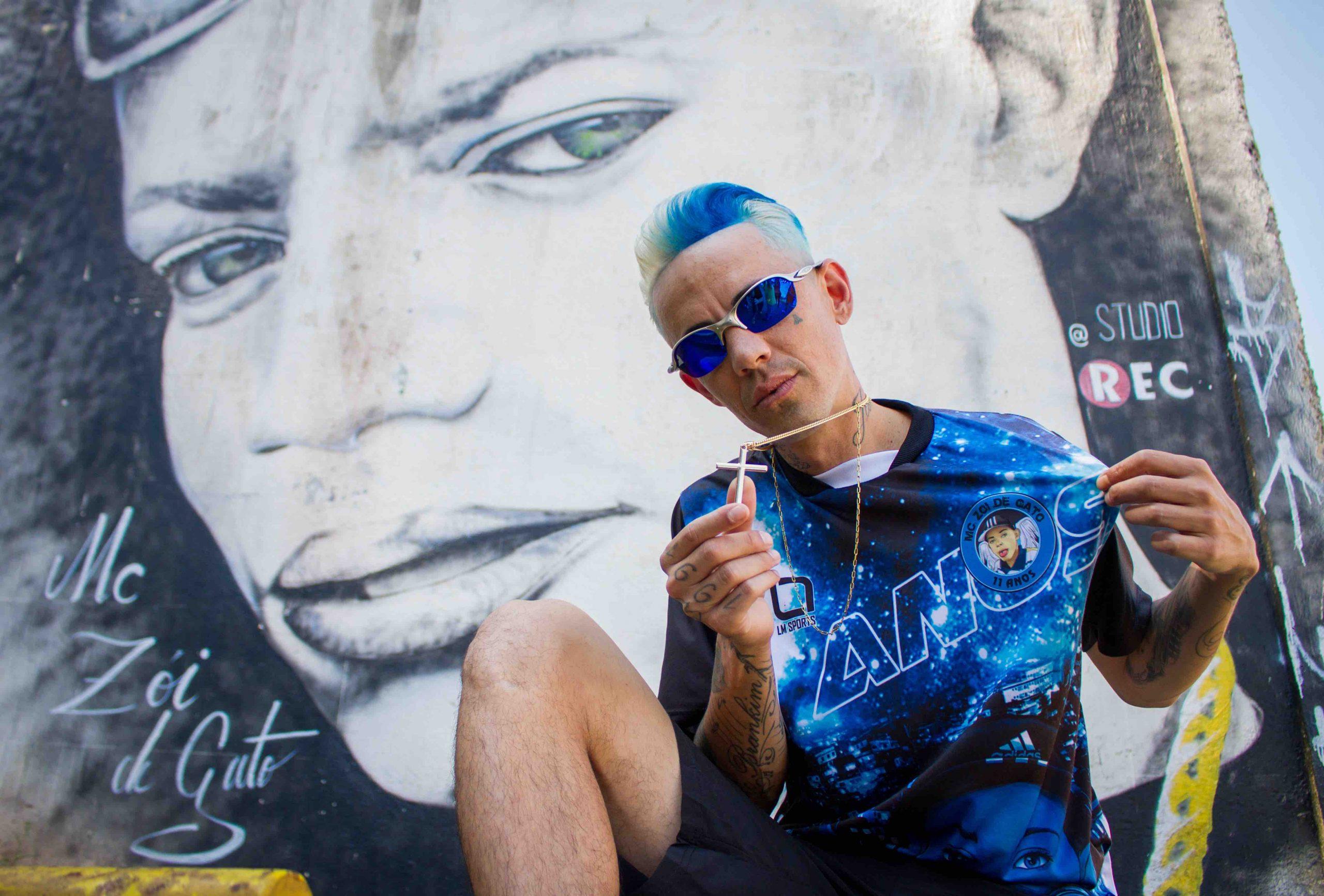 """MC Brankim homenageia o MC Zoi de Gato no videoclipe de """"Amor Só de Mãe"""""""