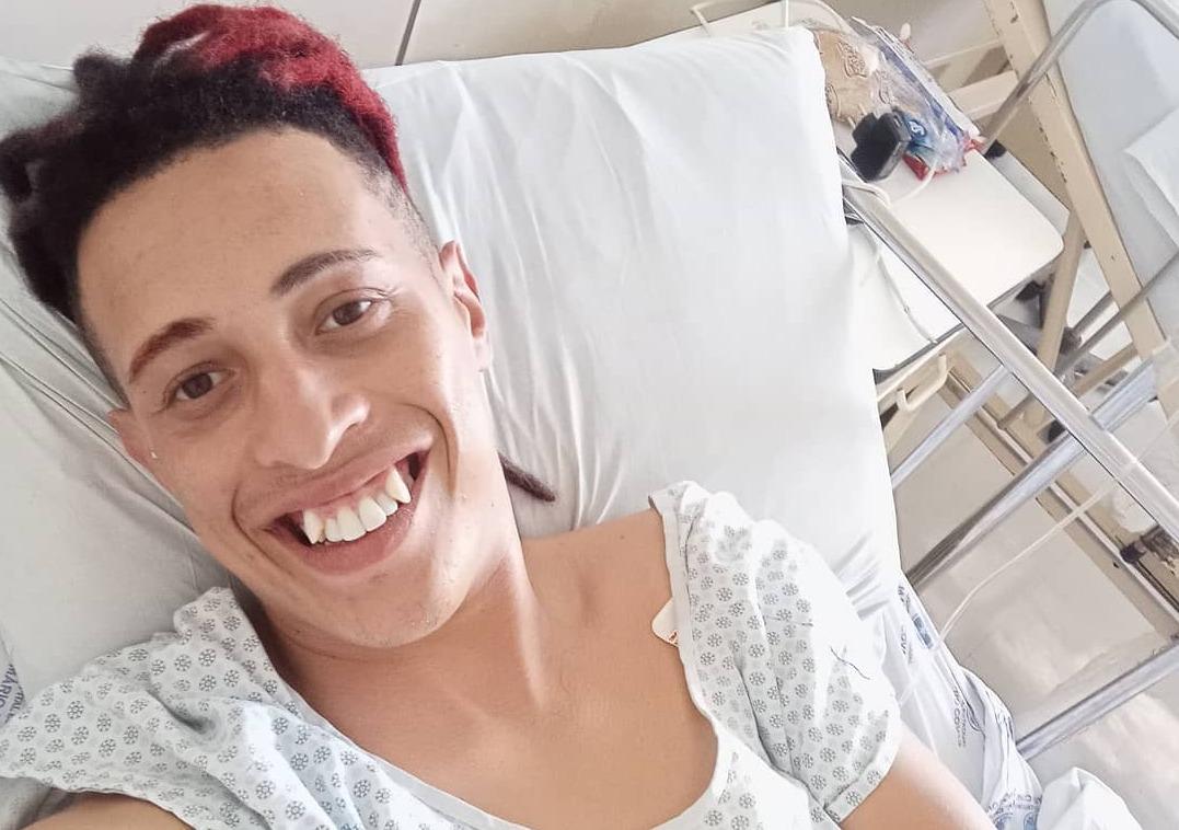 MC Modelo sofre acidente de carro e pede ajuda financeira aos fãs para se manter