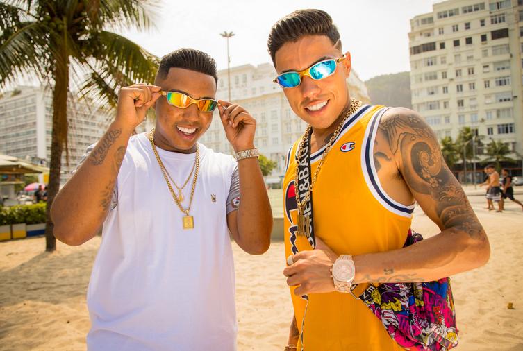 """Diretamente do Rio, MC DR e MC Menor MR apostam em """"Rolê em Copacabana"""" como hit do verão 2021"""