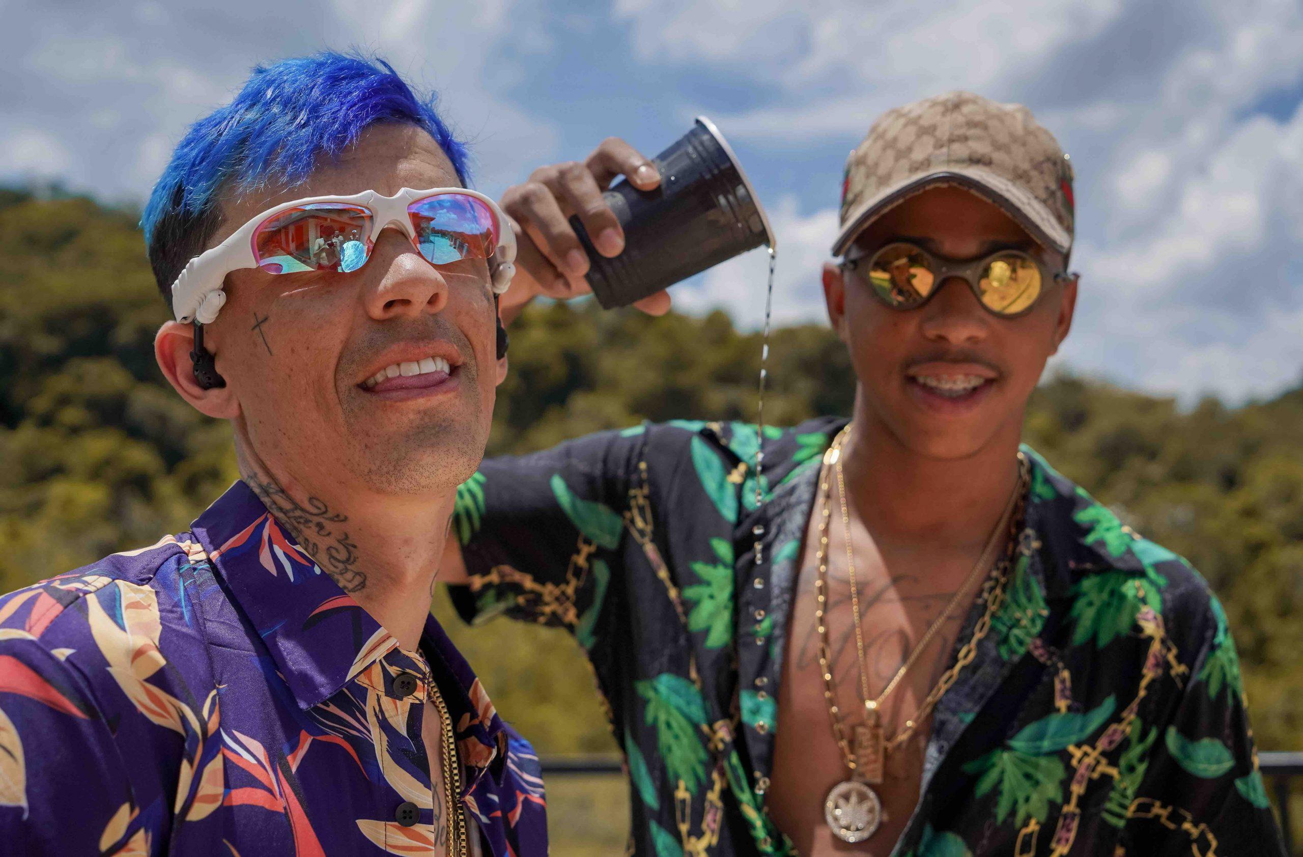 """MC Brankim e MC Lemos celebram a vida no videoclipe de """"Vivendo Demais"""""""