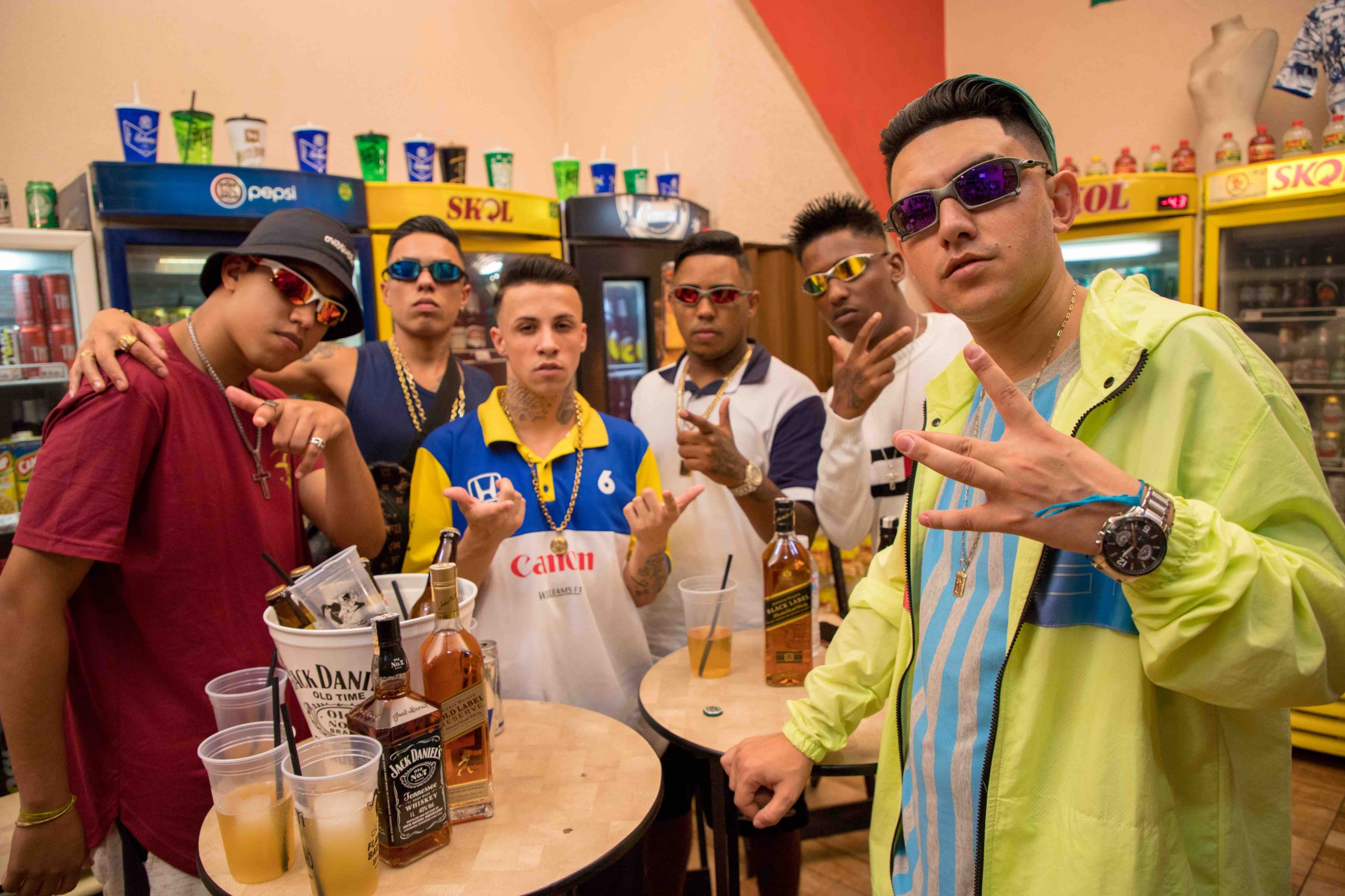 """""""A Favela Tá Lazer Demais"""" traz os MCs Fioti, Rhamon, DR, Menor MR e Neguin da BR cantando sobre prosperidade"""