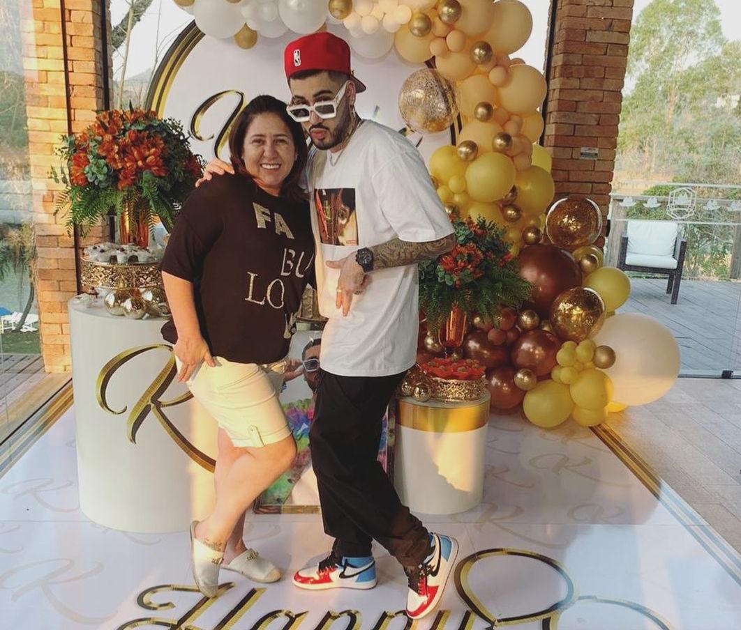 Kevinho e mãe respondem curiosidades dos fãs no Instagram