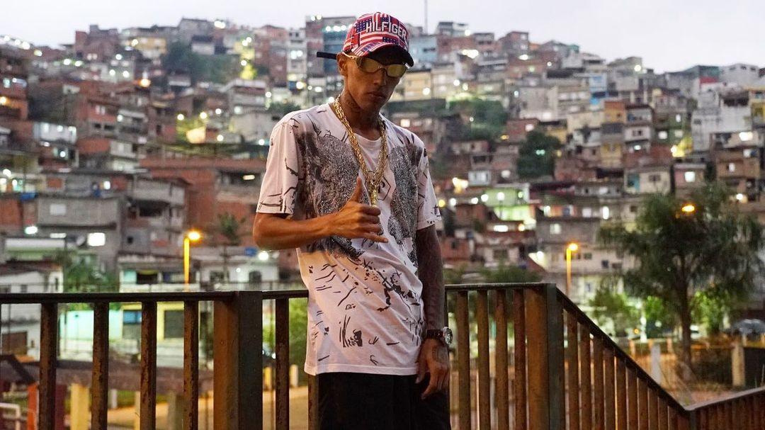"""""""Quero passar que a revolta não traz ninguém de volta e o crime não compensa"""", diz MC Kaverinha sobre sua missão no funk"""