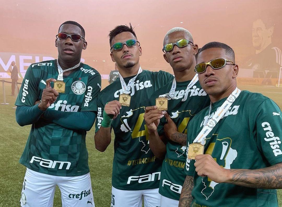 Tetracampeões, jogadores do Palmeiras desfilam com Juliet após vencer copa do Brasil