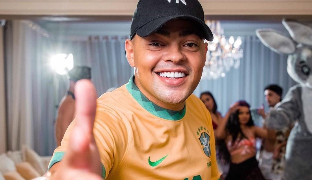 """MC M10 lança música inspirada no meme """"weee"""", com produção do DJ RD"""