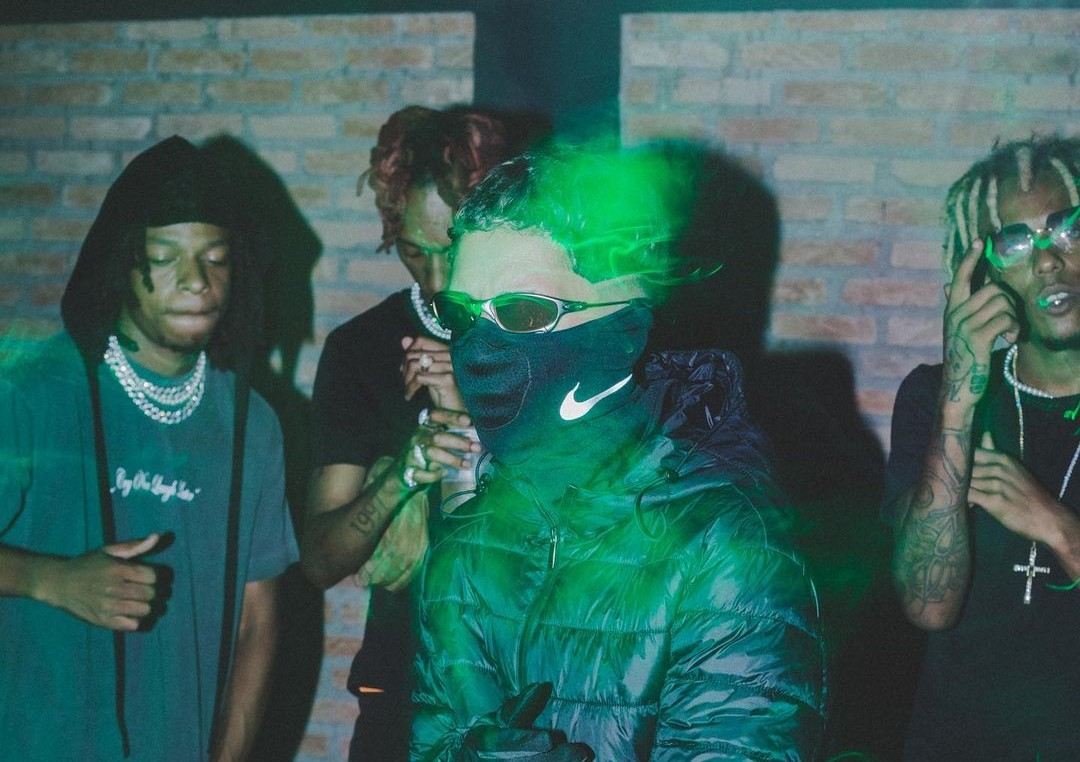 """Sucessos do Tik Tok: """"Moda"""", do Massaru, teve videoclipe gravado pelo celular e produção musical feita por um jovem de 16 anos"""