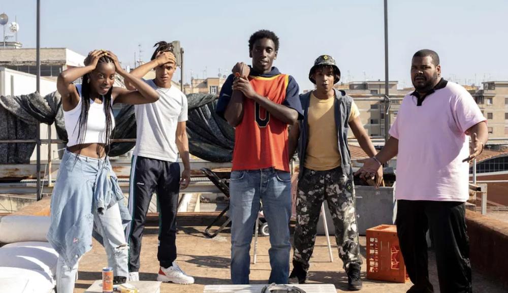 """Série """"Zero"""" da Netflix retrata a história de cinco jovens correndo contra o tempo para salvar a quebrada"""