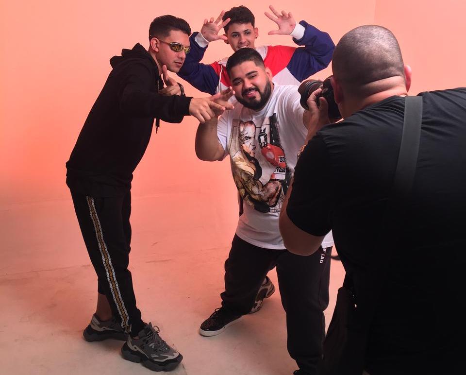 MC Fioti, MC Gui Andrade e DJ RD se unem para gravação de videoclipe