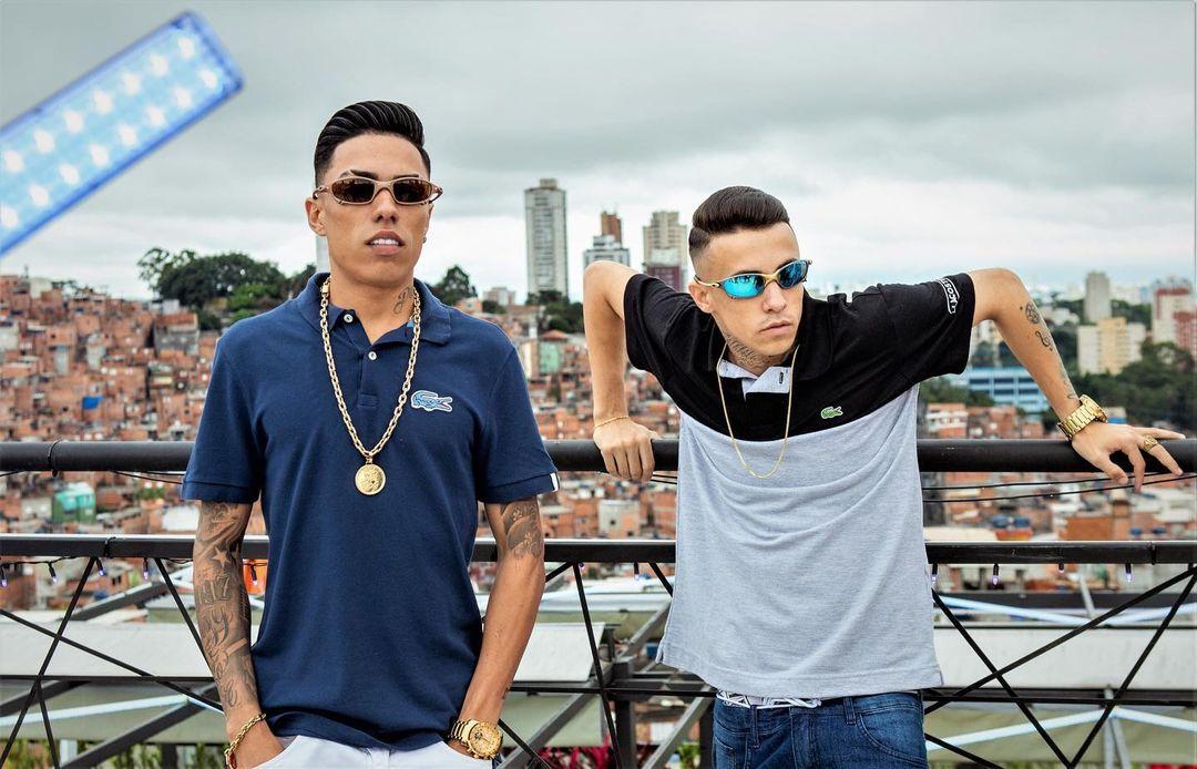 """Em """"Eu sou Favelado"""", MC Menor MR e MC Rhamon cantam sobre a realidade dos jovens de quebrada"""