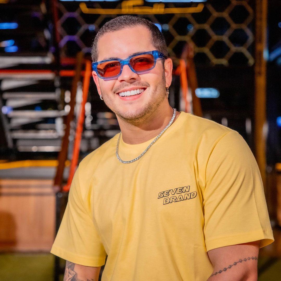 """Matheuzinho alcança 4 milhões de ouvintes mensais no Spotify: """"Vocês não sabem a felicidade que estou sentindo"""""""