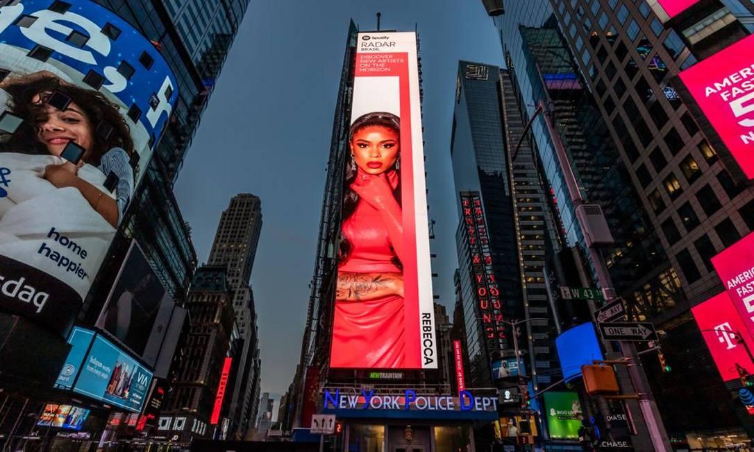 MC Rebecca brilha na Times Square e rende assunto na Rolling Stone gringa