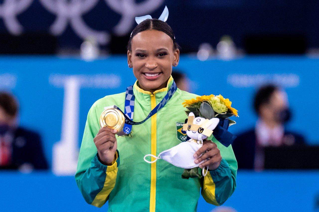 Brasil no pódio: Rebeca Andrade conquista o ouro e se torna a 1ª brasileira a conseguir duas medalhas nos Jogos Olímpicos