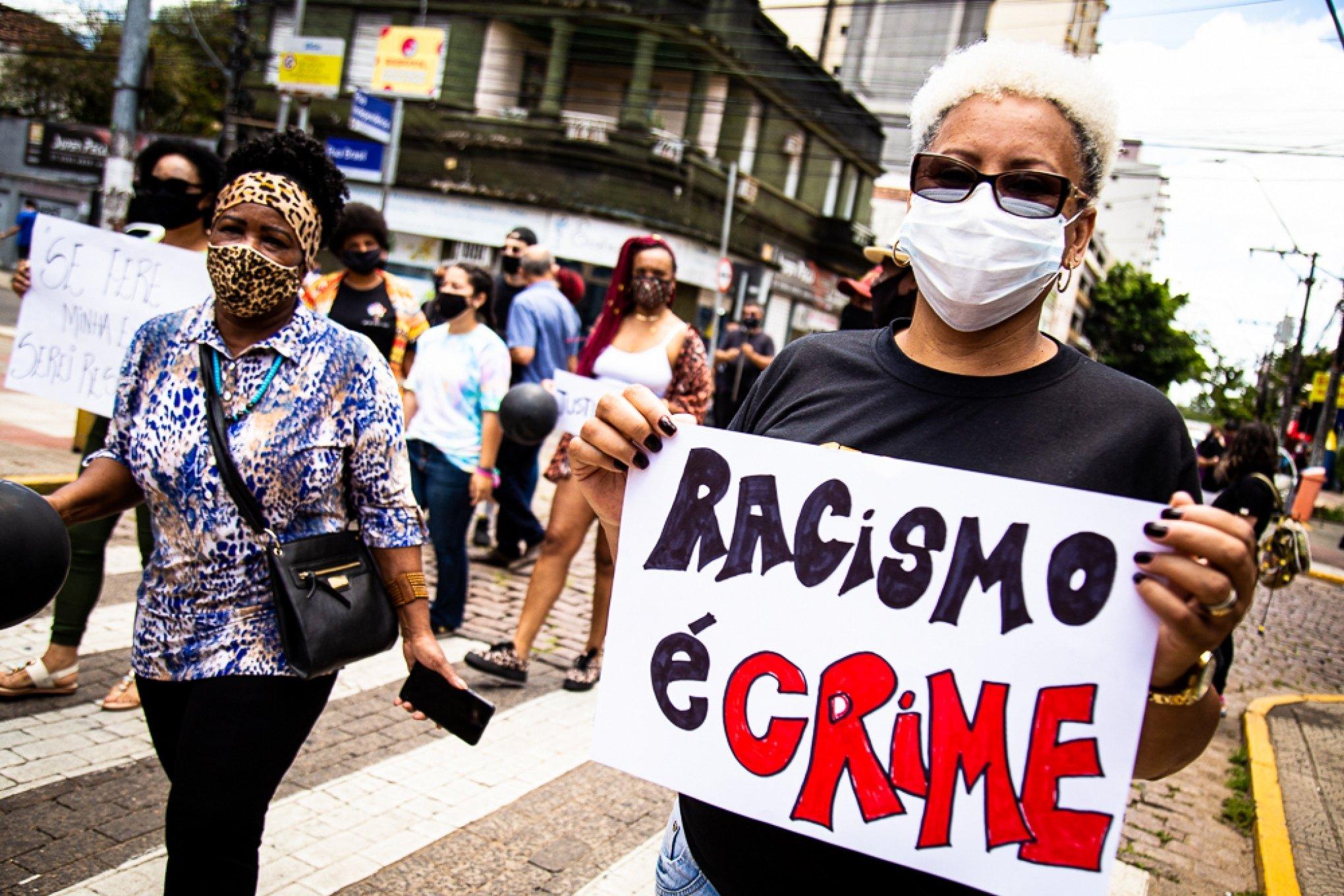 3 maneiras de como e onde denunciar racismo em São Paulo