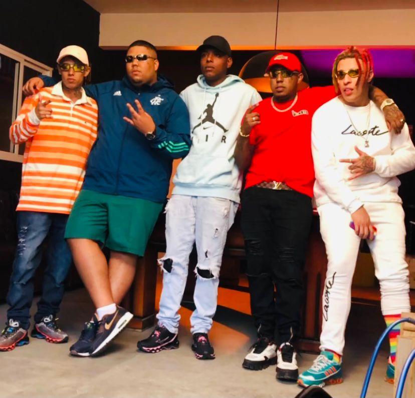 """DJ Guh Mix, MC DR, MC Kaverinha, MC GP e MC Modelo se unem para videoclipe de """"Pião na Favela"""""""