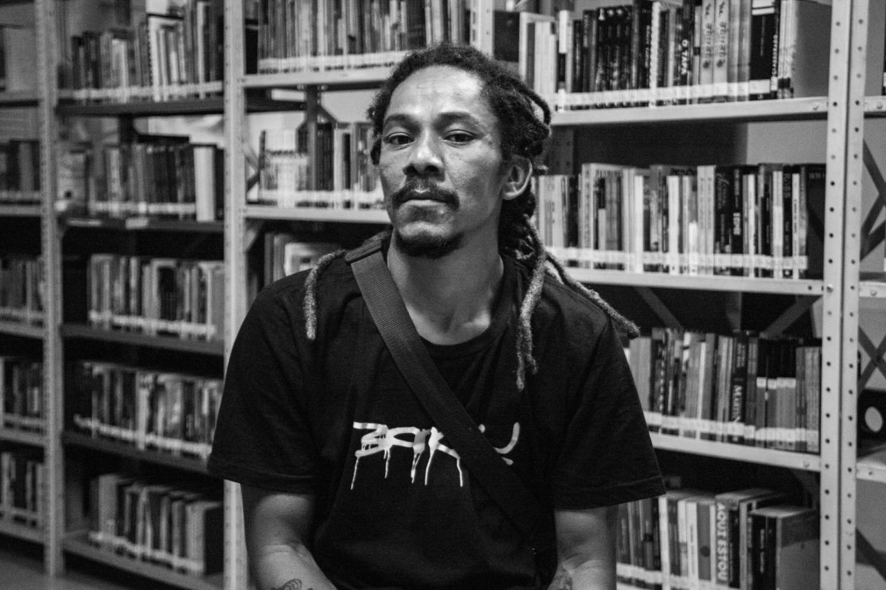 Conheça o Roger Tai, grafiteiro que transforma casas de quebrada em maquetes