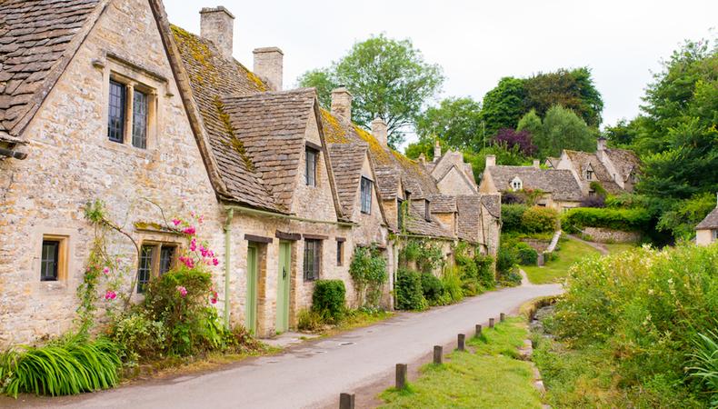 イギリス、コッツウォルズではちみつ色の美しい街並みを見たい