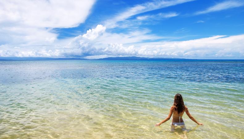 青い海が広がるフィジーのサウスシーアイランドで離島体験!