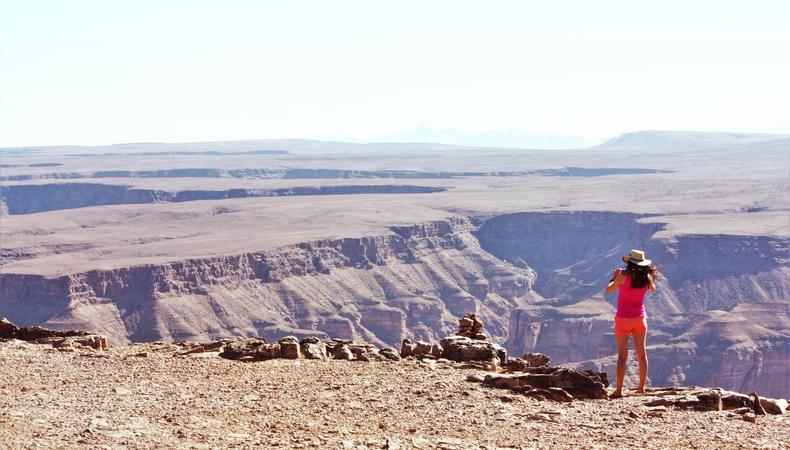 グランドキャニオンの絶景に見とれて深呼吸、うまーーーっい!