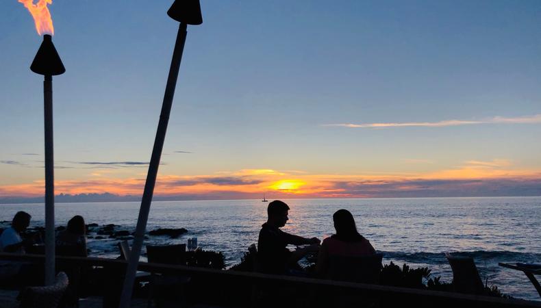 オーシャンフロントでサンセットを眺めながら贅沢ディナー @ハワイ島