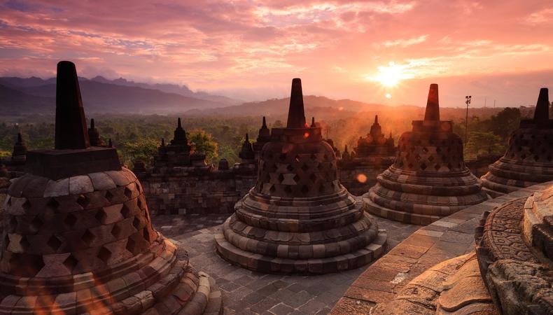 インドネシアの世界遺産  ボロブドゥール遺跡の神秘に触れる1日