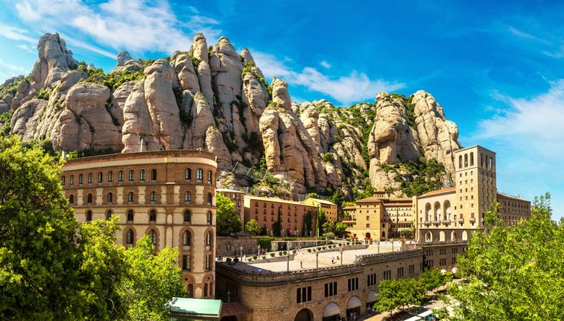 スペインの聖なる山 モンセラットと黒いマリア像を訪れる