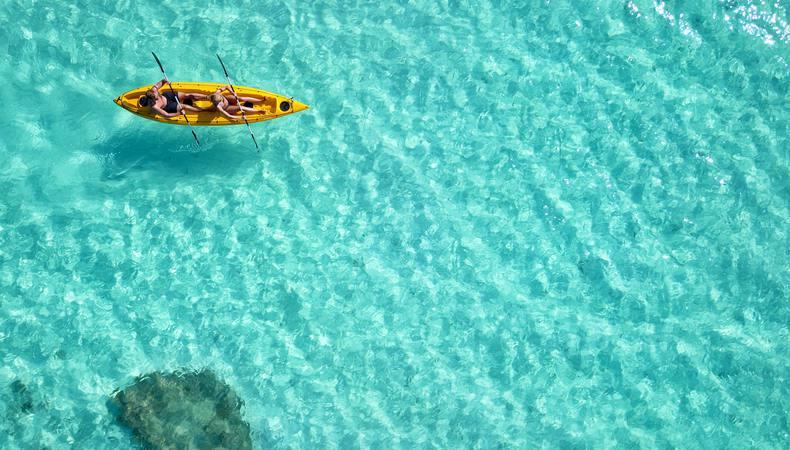 ハワイ・オアフ島の青くて美しい海でカヤックに挑戦!