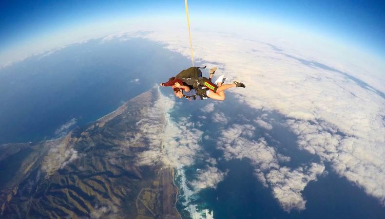 初めてのスカイダイビングに挑戦!地球って丸い!