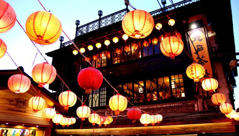 台湾の人気スポット、九份と十份を貸切チャーターで巡る