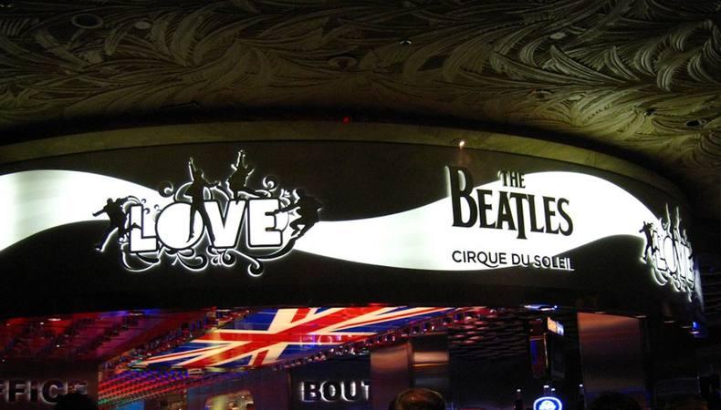 ビートルズとコラボ?シルク・ドゥ・ソレイユのショー