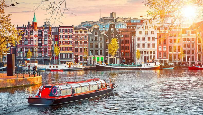 アムステルダムの運河クルーズで街を優雅に一周!