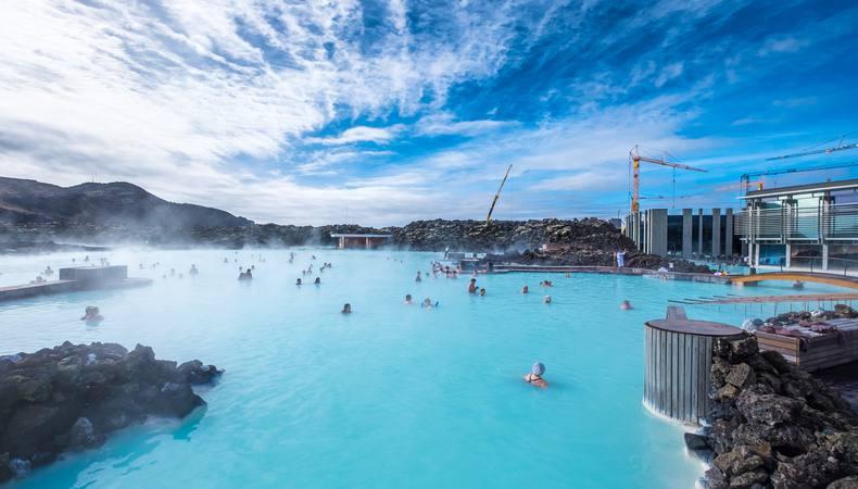 アイスランドのブルーラグーンで温泉満喫