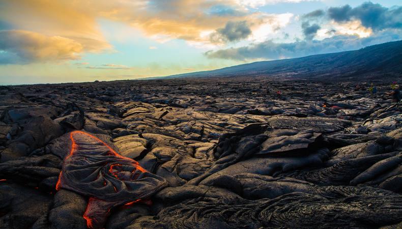 キラウエア火山国立公園で溶岩ウォークを体験