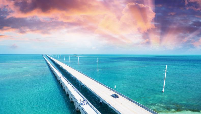 海の上を渡るセブンマイルブリッジから楽園キーウェストへ