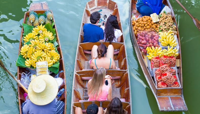 世界で一番楽しいショッピング!タイの水上マーケットに出かけよう!